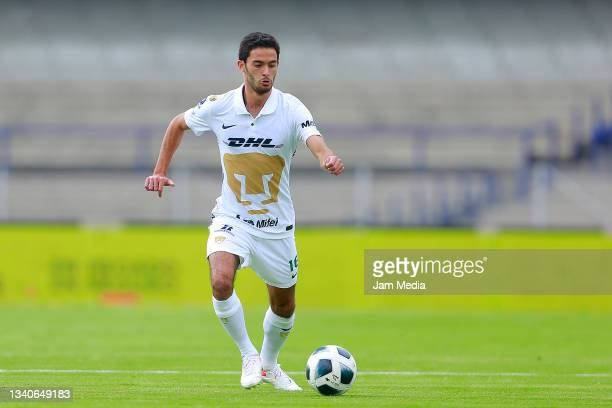 Jeronimo Rodriguez of Pumas drives the ball during the 8th round match between Pumas UNAM and Chivas as part of the Torneo Grita Mexico A21 Liga MX...
