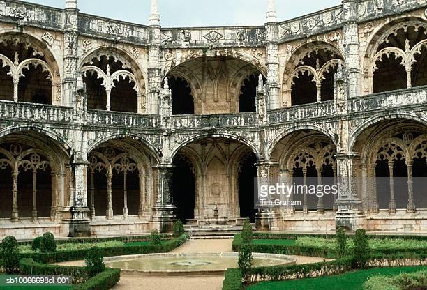 jeronimos monastery, portugal - provincie lissabon stockfoto's en -beelden