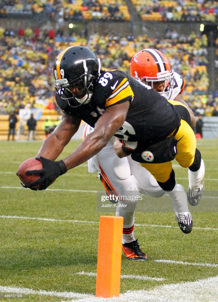 Jerricho Cotchery #89 of the Pittsburgh Steelers dives for the pylon scoring a nine yard touchdown against the Cleveland Browns during the game on December 29, 2013 at Heinz Field in Pittsburgh, Pennsylvania.