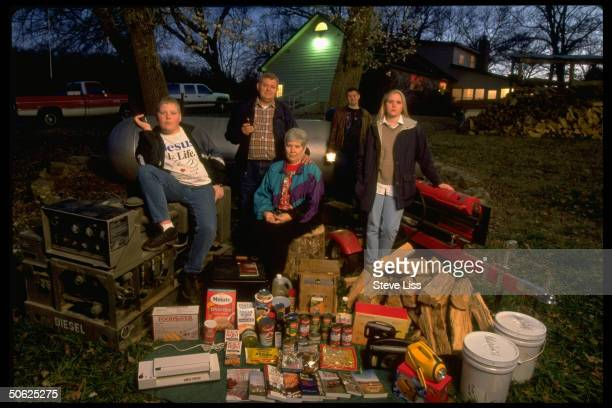 Jerry Carolyn Head children David Lesley Sarah w family Y2K stockpile in preparation for possible millennium apocalypse caused by Year 2000 computer...