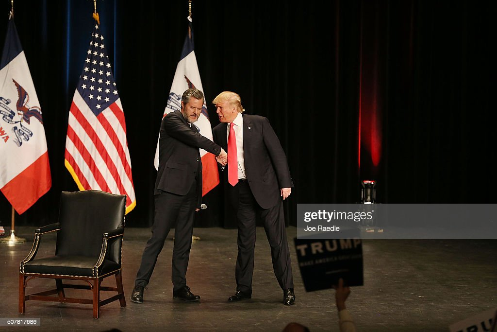Donald Trump Campaigns In Western Iowa Day Before State's Caucus : News Photo