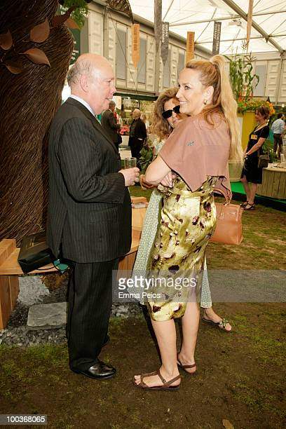 Jerry Hall and Julian Fellowes attends the Press & VIP preview at The Chelsea Flower Show at Royal Hospital Chelsea on May 24, 2010 in London,...