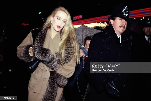 Jerry Hall attends a premiere at the Odeon Cinema in 1990 ca. In London, England