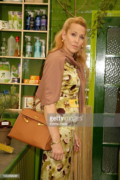 Jerry Hall attends the Press & VIP preview at The Chelsea Flower Show at Royal Hospital Chelsea on May 24, 2010 in London, England.