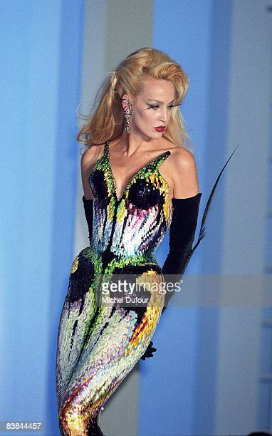 Jerry Hall on catwalk while a Mugler's fashion show 1997 in Paris. Jerry Hall just gave an interview to a UK celebrity magazine where she reveals...