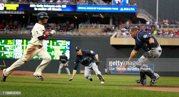 Jerry Holt • jgholt@startribune.com Minneapolis , MN --Seattle @ Minnesota Twins. ---IN THIS PHOTO ] Twins Alexi Casilla dashed to home play, as...