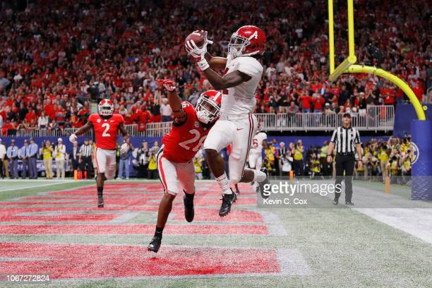 Jerry Jeudy of the Alabama Crimson Tide catches a touchdown pass against Tyrique McGhee of the Georgia Bulldogs in the fourth quarter during the 2018...