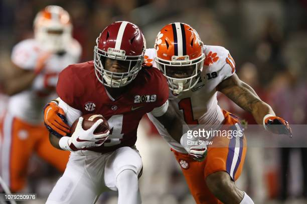 Jerry Jeudy of the Alabama Crimson Tide is pursued by Isaiah Simmons of the Clemson Tigers in the CFP National Championship presented by ATT at...