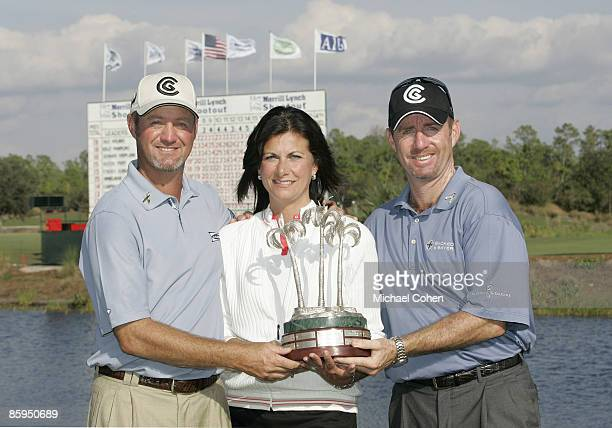 Jerry Kelly Paula Polito of Merrill Lynch and Rod Pampling with the trophy after the third and final round of the Merrill Lynch Shootout at the...