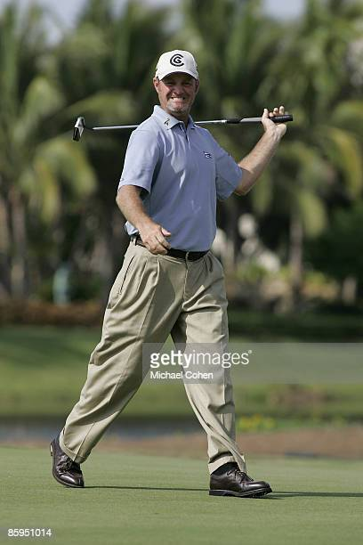 Jerry Kelly reacts to his missed eagle putt on the 17th hole during the third and final round of the Merrill Lynch Shootout at the Tiburon Golf Club...