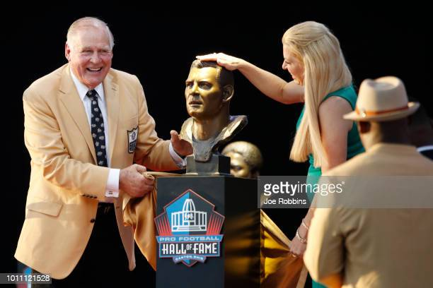 Jerry Kramer and his daughter Alicia react as they unveil his bust during the 2018 NFL Hall of Fame Enshrinement Ceremony at Tom Benson Hall of Fame...