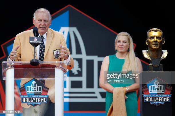 Jerry Kramer speaks as his daughter Alicia looks on during the 2018 NFL Hall of Fame Enshrinement Ceremony at Tom Benson Hall of Fame Stadium on...