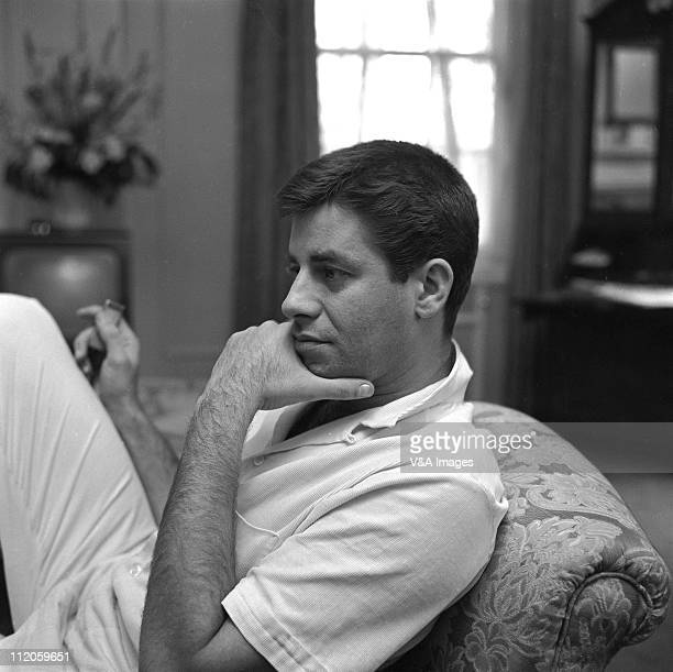 Jerry Lewis posed 1958
