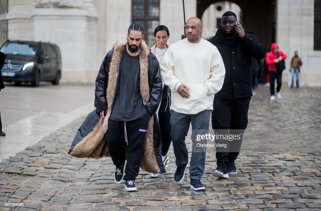 Street Style -Paris Fashion Week - Menswear Fall Winter 2018-2019 : Day Four : Nieuwsfoto's