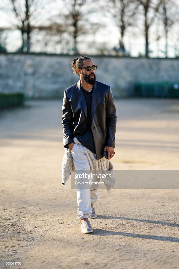 Street Style - Paris Fashion Week - Menswear F/W 2020-2021 : Day Three : News Photo