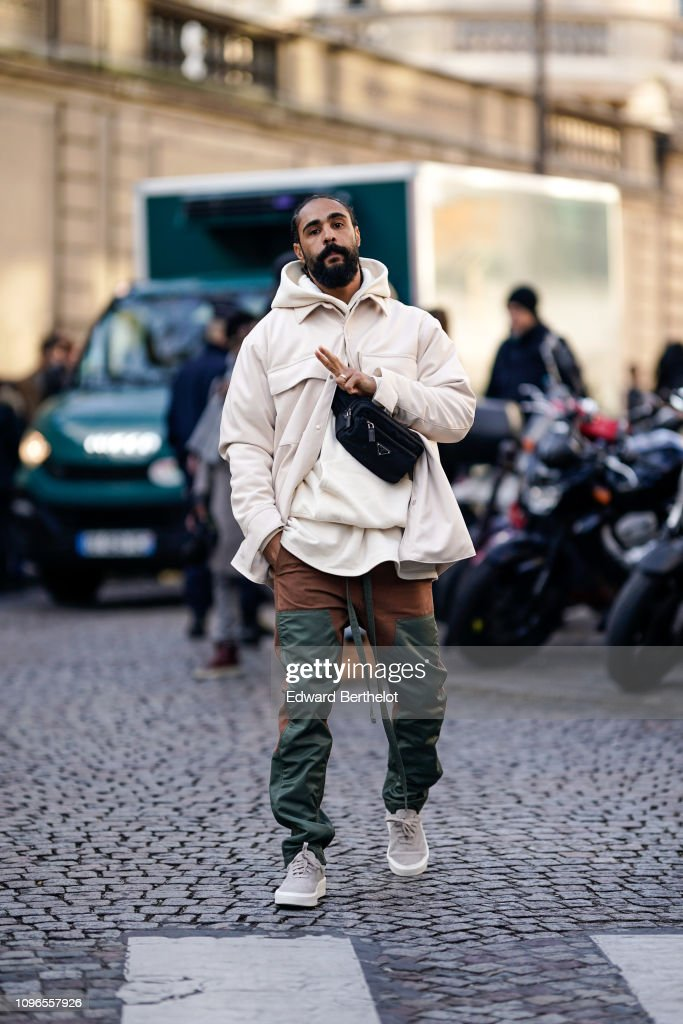 Street Style - Paris Fashion Week - Menswear F/W 2019-2020 : Day Four : News Photo