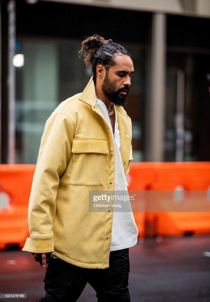 Street Style - New York Fashion Week September 2018 - Day 6 : News Photo