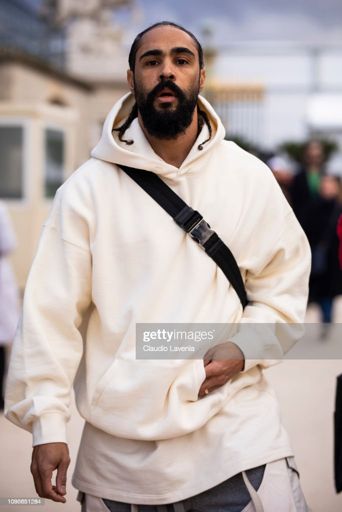 Street Style - Paris Fashion Week - Menswear F/W 2019-2020 : Day Three : News Photo
