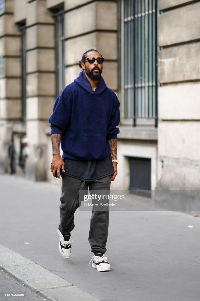 Street Style : Paris Fashion Week - Menswear Spring/Summer 2020 : Day Two : ニュース写真