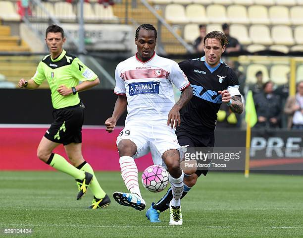 Jerry Mbakogu of Carpi FC competes for the ball with Lucas Biglia of SS Lazio during the Serie A match between Carpi FC and SS Lazio at Alberto...