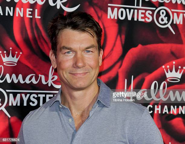 Jerry O'Connell attends Hallmark Channel Movies and Mysteries Winter 2017 TCA Press Tour at The Tournament House on January 14 2017 in Pasadena...
