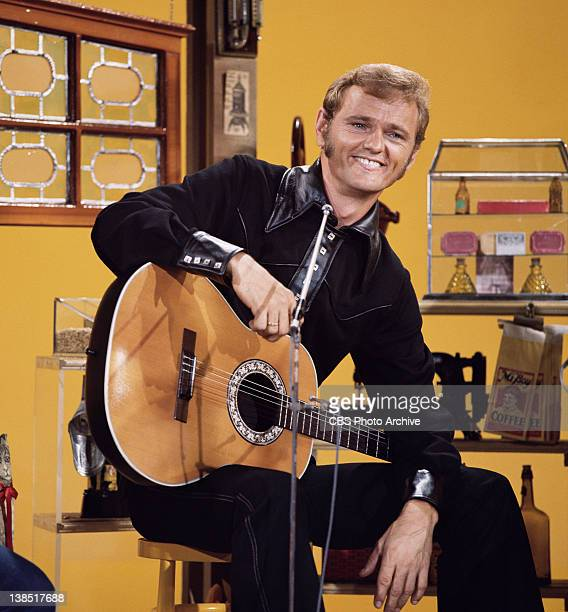 Jerry Reed, performer on The Glen Campbell Goodtime Hour. Image dated 1971.