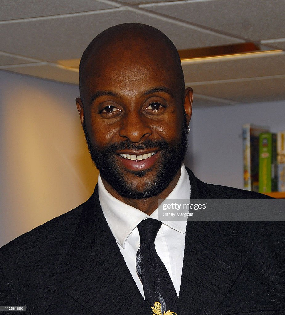 """Jerry Rice Signs Copies of His New Book """"Go Long"""" - January 16, 2007"""