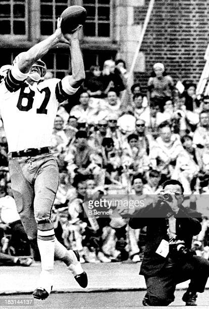 Jerry Smith of the Washington Redskins catches the ball for a 26 yard touchdown during the game against the Philadelphia Eagles on October 4 1970 at...