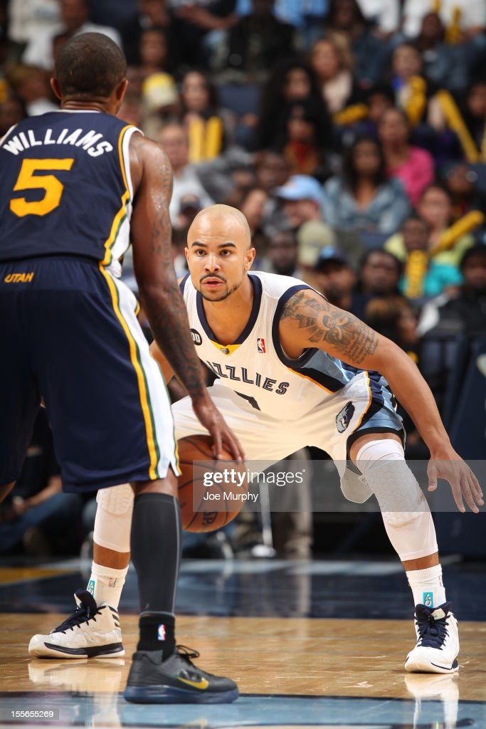 Jerryd Bayless #7 of the Memphis Grizzlies defends against Mo Williams #5 of the Utah Jazz on November 5, 2012 at FedExForum in Memphis, Tennessee.