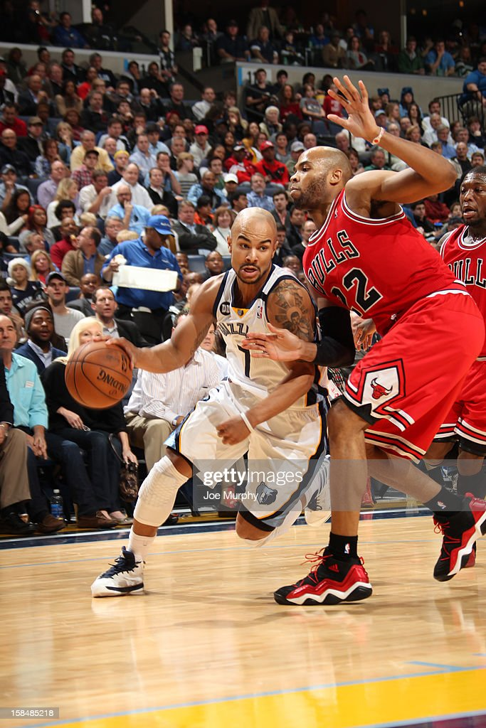 Jerryd Bayless #7 of the Memphis Grizzlies drives against Taj Gibson #22 of the Chicago Bulls on December 17, 2012 at FedExForum in Memphis, Tennessee.