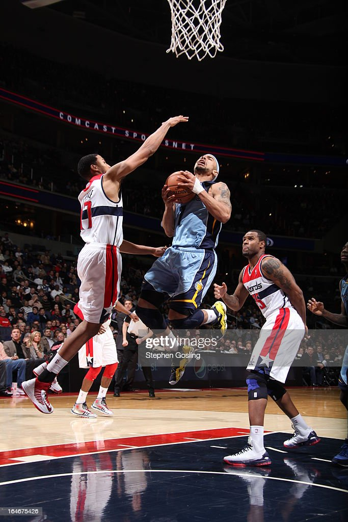 Jerryd Bayless #7 of the Memphis Grizzlies goes to the basket against Garrett Temple #17 of the Washington Wizards at the Verizon Center on March 25, 2013 in Washington, DC.