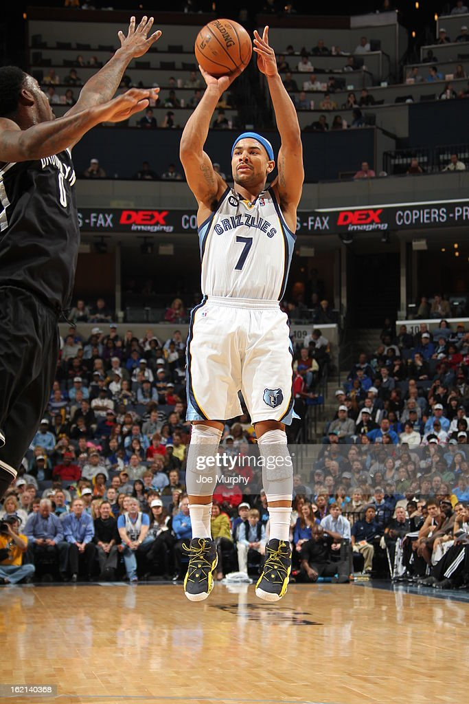 Jerryd Bayless #7 of the Memphis Grizzlies shoots against the Brooklyn Nets on January 25, 2013 at FedExForum in Memphis, Tennessee.