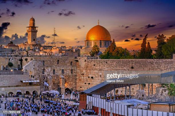 jerusalem israel. dome of the rock and wailing wall at sunset - marco brivio stock pictures, royalty-free photos & images