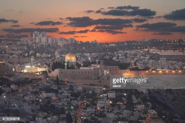 jerusalén antigua ciudad al atardecer panorámica vista aérea - ciudad vieja jerusalén fotografías e imágenes de stock