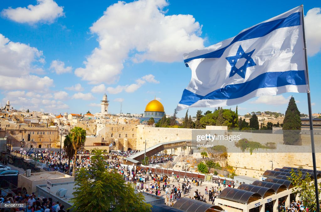 Jerusalem old city Western Wall with Israeli flag : Foto stock
