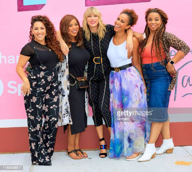 Jeslyn Eliotte Nicole Taylor Swift Melanie Nyema and Kamilah Marshall pose in front of a mural introducing Taylor Swift's latest album Lover on...