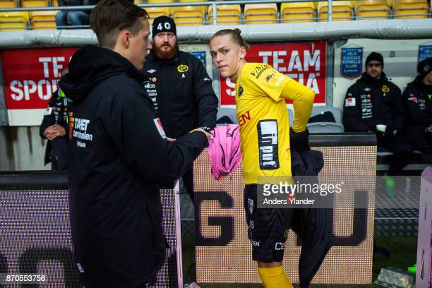 Jesper Karlsson of IF Elfsborg removes cover clothes prior to the Allsvenskan match between IF Elfsborg and IFK Norrkoping at Boras Arena on November...