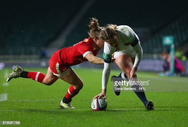 Jess Breach of England scores a try during the Old Mutual Wealth Series match between England and Canada at Twickenham Stadium on November 25 2017 in...
