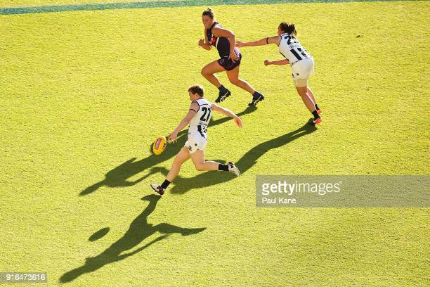 Jess Duffin of the Magpies passes the ball during the round two AFLW match between the Fremantle Dockers and the Collingwood Magpies at Optus Stadium...