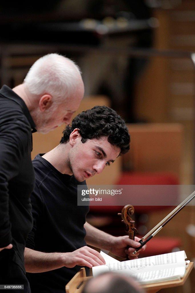 Spanische Dirigent Jesus Lopez Cobos : ニュース写真