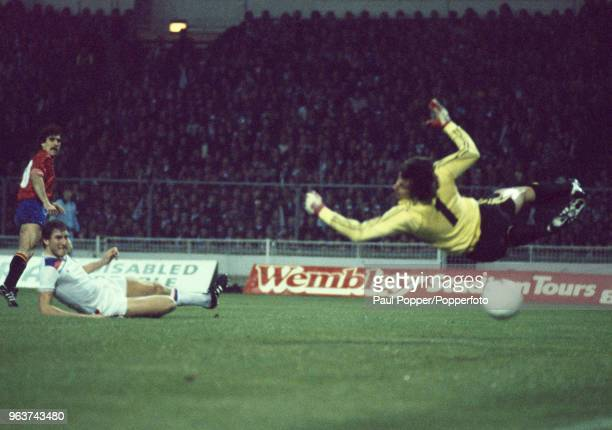Jesús María Satrústegui of Spain scores past Ray Clemence of England as Terry Butcher fails to block the shot during an International Friendly at...