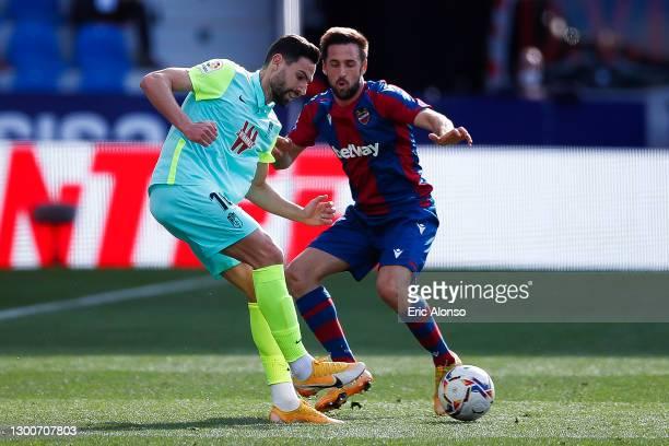 Jesús Vallejo of Granada CF challenges Jorge de Frutos of Levante UD during the La Liga Santander match between Levante UD and Granada CF at Ciutat...