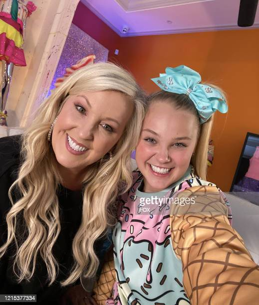 Jessalynn and JoJo Siwa on the all-new unscripted series CELEBRITY WATCH PARTY, premiering Thursday, May 7 on FOX.