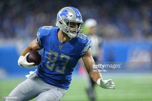 Jesse James of the Detroit Lions makes a catch for the first down in the second quarter against the Los Angeles Chargers at Ford Field on September...