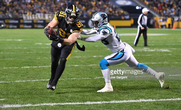 Jesse James of the Pittsburgh Steelers runs into the end zone for an 8 yard touchdown reception during the third quarter in the game against the...
