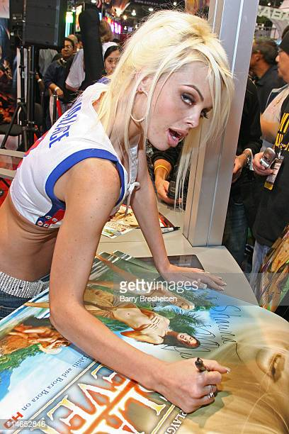 Jesse Jane signing at the Digital Playground booth