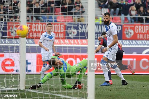 Jesse Joronen goalkeeper of Brescia Calcio looks the ball as it goes in his goal during the Serie A match between Bologna FC and Brescia Calcio at...