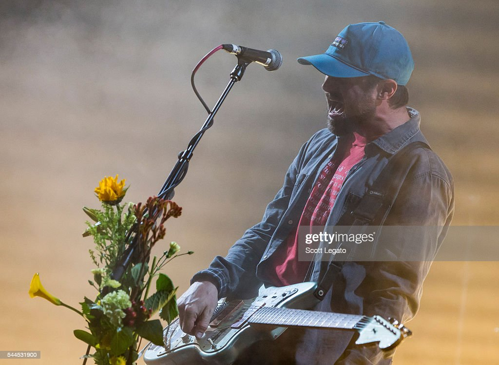 Modest Mouse With Brand New In Concert - Clarkston, Michigan : News Photo