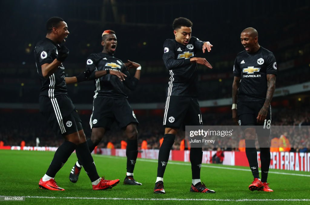Jesse Lingard of Manchester United celebrates after scoring his sides second goal with his Manchester United team mates during the Premier League match between Arsenal and Manchester United at Emirates Stadium on December 2, 2017 in London, England.