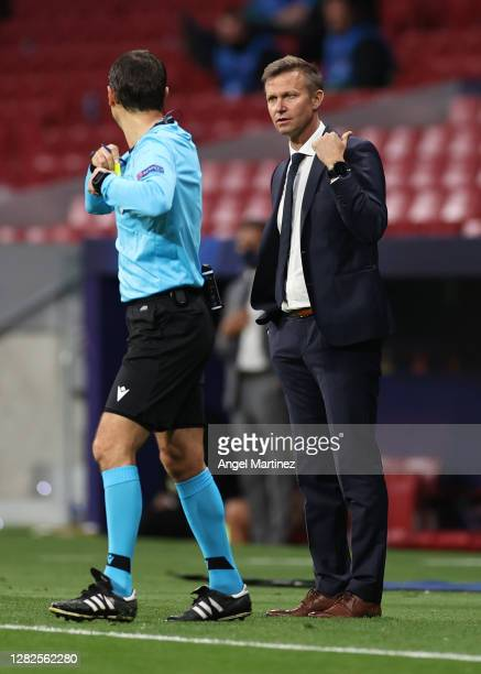 Jesse Marsch Manager of RB Salzburg gives his team instructions during the UEFA Champions League Group A stage match between Atletico Madrid and RB...